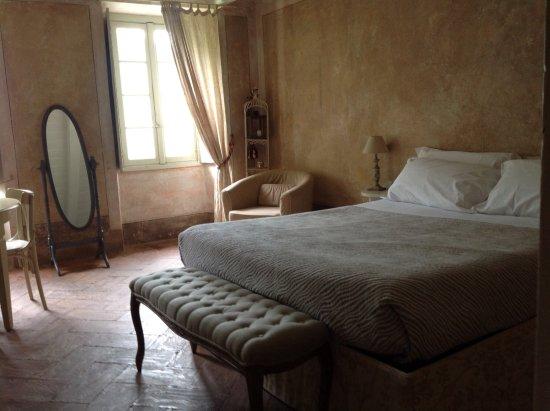Villa Regina Teodolinda: Спальня декорирована под стародавние времена