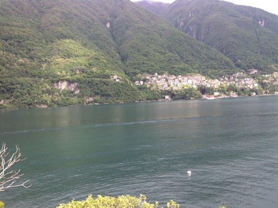 Laglio, Italy: Вид из номера на озеро Комо