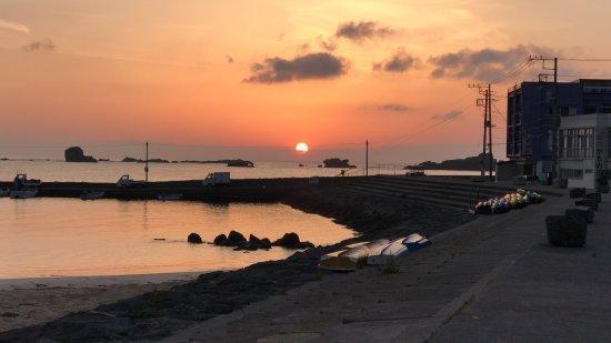 Pantai Sotoura: 朝日も昼間も綺麗です。
