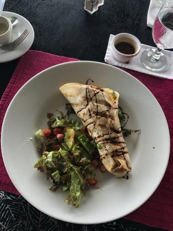 Gaia Hotel & Reserve: So many fabulous meals!! (Spicy tuna/mango taco wrap)! Fabulous!!