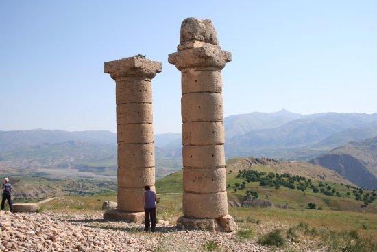 Kahta, Turquía: The bull column is for Isas