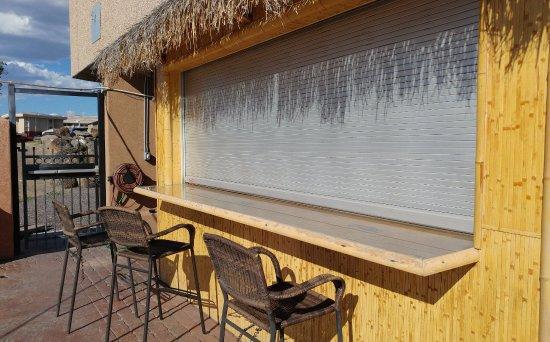 Cruisers Bar: Tiki Bar   Outside Patio