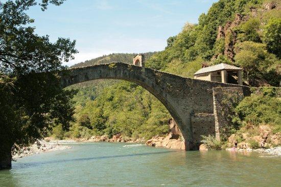 Lanzo Torinese, Italia: vista del ponte dalla diga