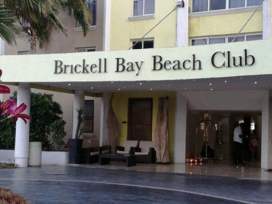 Brickell Bay Beach Club & Spa: La entrada del hotel