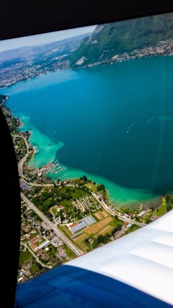 Metz-Tessy, Prancis: Lac d'Annecy au dessus de Sevrier