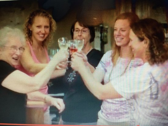 Elizabeth, IL: Cheers!