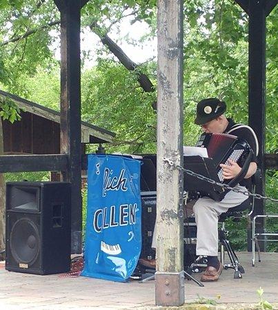 Hermann, MO: live music :)