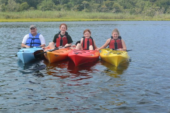 Dennis Port, MA: Group of family with kayaks!