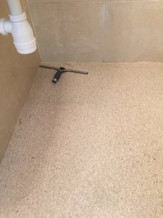 Hotel Viktoria: squeegee to clean bathroom after shower