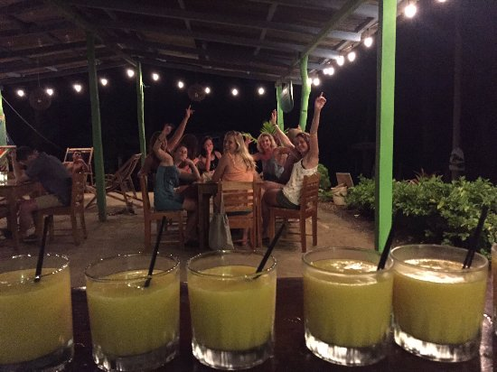 Playa Maderas, Nicaragua: Cocktail night with mango daiquiri's