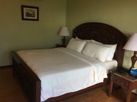 The Peacock Garden: Very comfortable bed