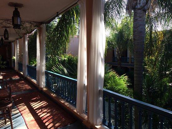 Villa Mandarine : couloir extérieur