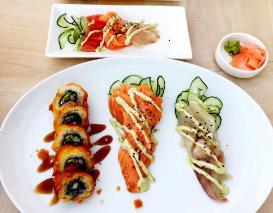 Marquis Los Cabos All-Inclusive Resort & Spa: Tempura roll, salmon sashimi, sea bass sashimi, and mixed sashimi plate at Sakke