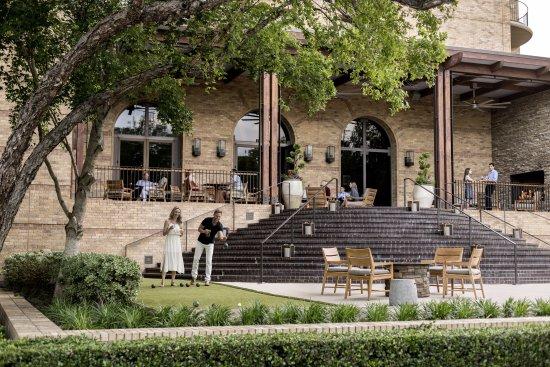 Four Seasons Resort and Club Dallas at Las Colinas: Bocce Ball at OUTLAW Patio