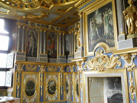 Chateau d'Oiron: Le cabinet des muses. Décor début XVIIe siècle.