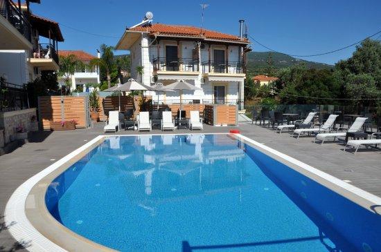 Храни, Греция: Buitenzwembad van Pnorama