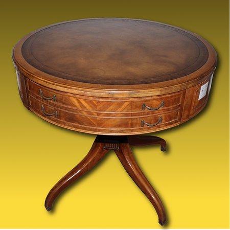 Ercolano, Italy: tavolino antico