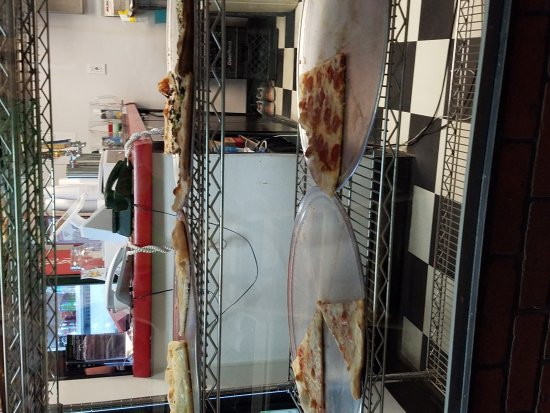 Pizzoni's Pizza: By the slice...