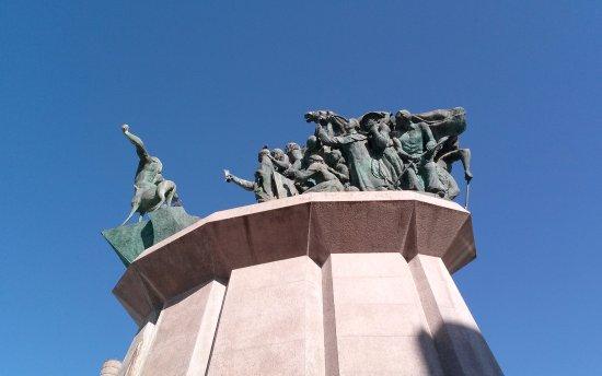 Pueblo Puntano Monument of Independence: Monumento al Pueblo