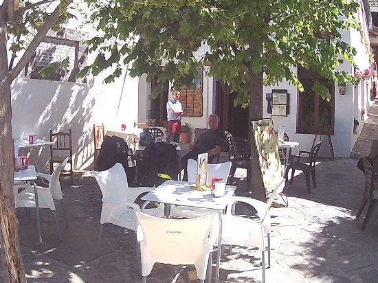 Velez de Benaudalla, Spain: Coffe break in Plaza de la Libertad, Pampaneira