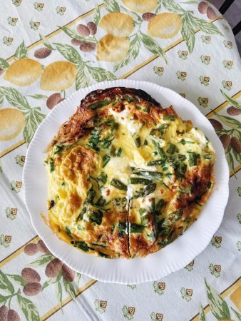 Wellington, Kanada: Homemade asparagus frittata for breakfast