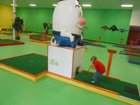 Pearl, MS: Indoor Putt Putt with a Mississippi theme. TOO COOL