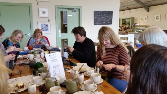 Tillicoultry, UK: Knitting group