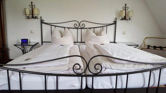 Hotel Laimer Hof: Comfy beds.