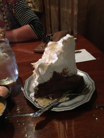 Grand Rivers, KY: Chocolate pie with tan meringue