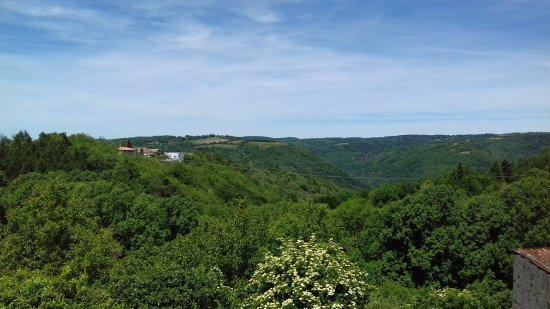 Lacrouzette, Francia: Vue face au restaurant de la terrasse