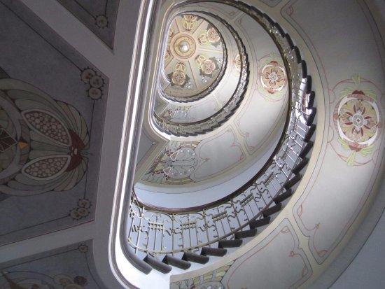 Musee Art Nouveau: Парадная лестница дома