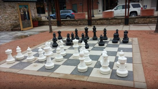 Westlake, OH : big chess pieces open to all