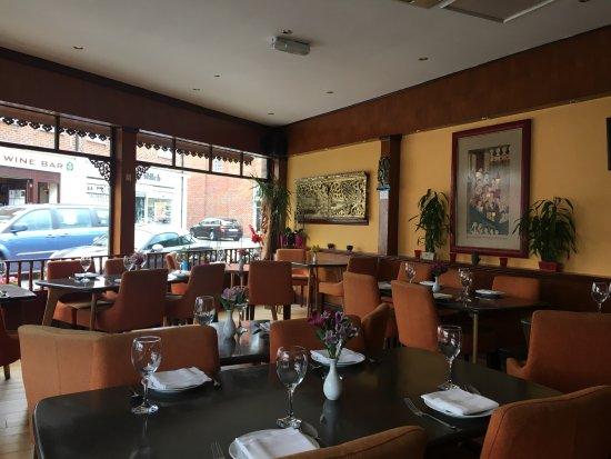 Walton-On-Thames, UK: Restaurant view