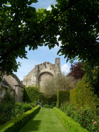 Malmesbury, UK: The Abbey church probably extended this far.