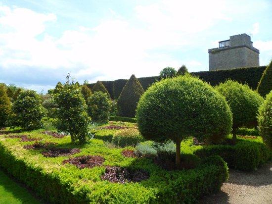 Malmesbury, UK: The Topiary Garden