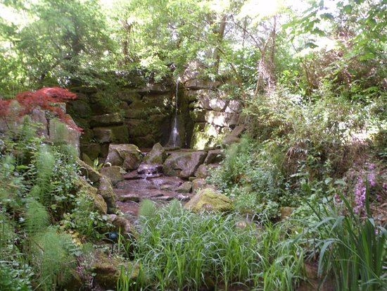 Malmesbury, UK: The Waterfall Grotto