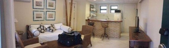 Pousada dos Buzios : Sala e cozinha americana do chalé/flat