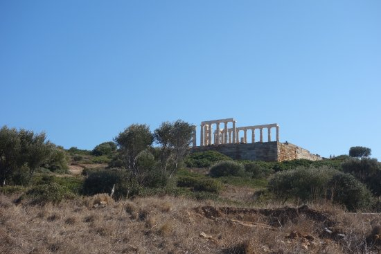 Sounio, Grecia: The Temple of Poseidon from a distance