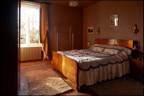 Saint-Saud-Lacoussiere, França: getlstd_property_photo