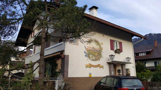 Gastehaus Alpenkranz: View from street