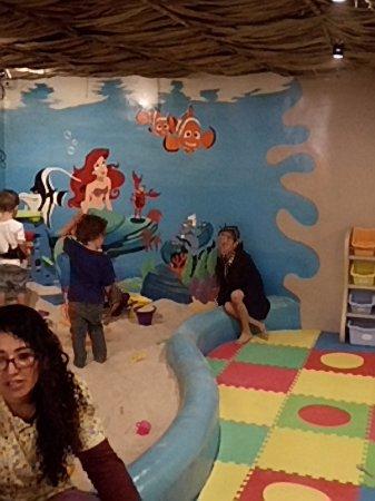 Pacifica Langosta Bar: El área de niños esta genial, simplemente se divierten mientras uno disfruta su estacia en el re