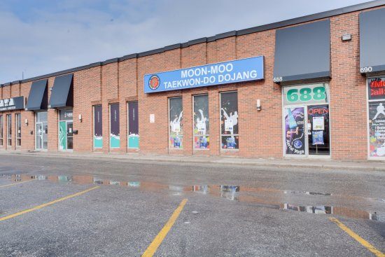 Markham, Canadá: Outside view of our location