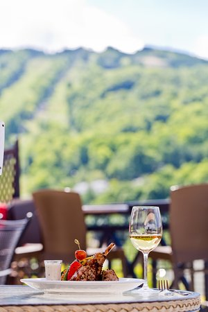 Bromont, Canada: A good meal on the Terrasse with THE perfect view
