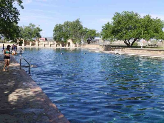 Toyahvale, TX: Long side of pool from diving board.