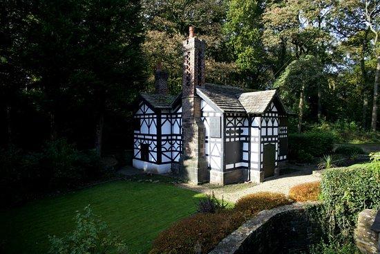 Chorley, UK: Old gate-house at the Euxton entrance