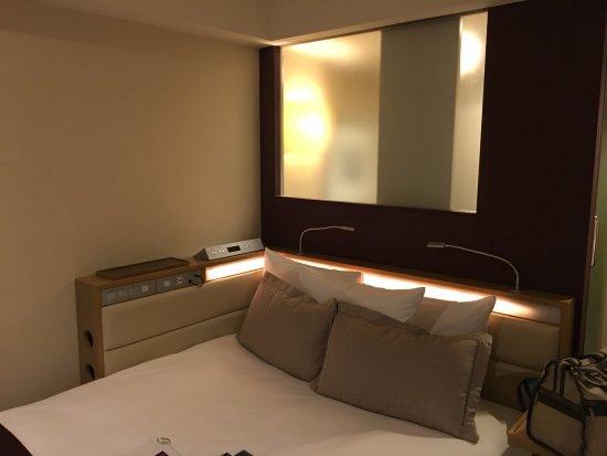 Hotel Ryumeikan Tokyo: 充電的插座很多,也可以連上手機,放自己的音樂