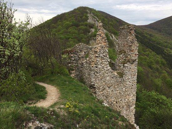 Ostry Karmen Castle