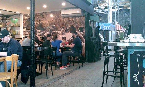 Coffee Town: Café localizado dentro do mercado San Telmo. Cuidado!!!