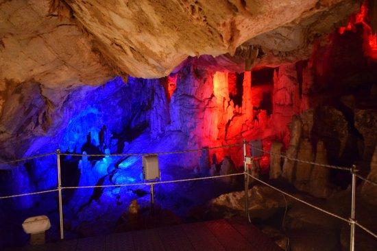 Το σπήλαιο Σφεντόνη στα Ζωνιανά Μυλοποτάμου Ρεθύμνης / Sfendoni cave at Zoniana village in Crete