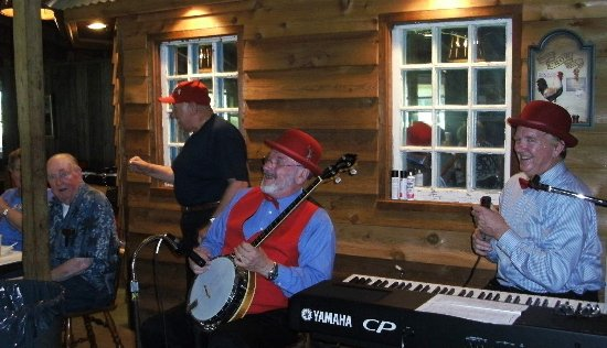 The Red Roost: Sing along fun on Thursday Nights